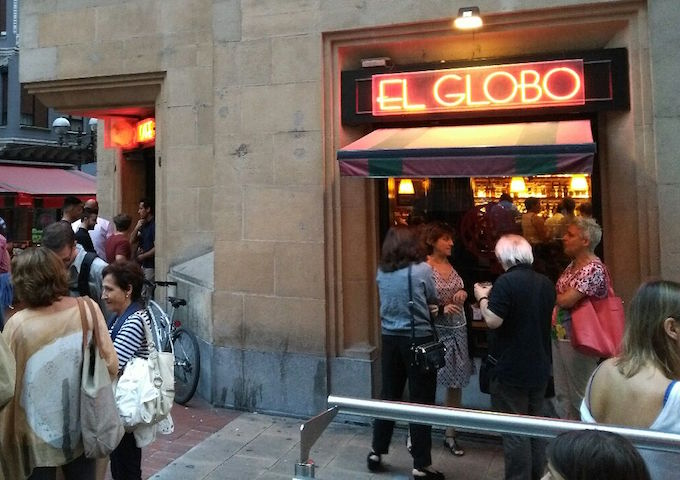 El Globo, outside